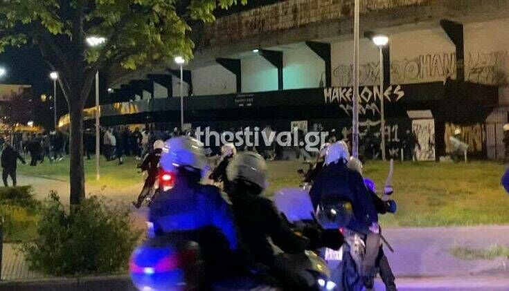 Θεσσαλονίκη: Συγκρούσεις έξω από την Τούμπα – Oι οπαδοί του ΠΑΟΚ παραβίασαν την απαγόρευση για συνάθροιση