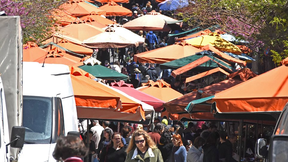 COVID-19: Πολυκοσμία στις λαϊκές αγορές και ουρές στα super market για τα ψώνια της τελευταίας στιγμής