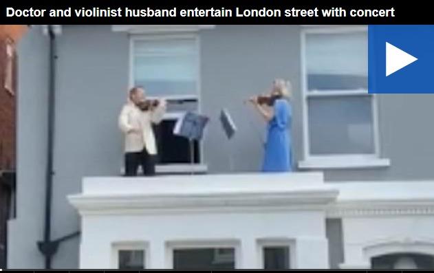 COVID19 – Βρετανία: Βιολιστής και η γιατρός σύζυγός του έδωσαν «συναυλία» από το μπαλκόνι τους