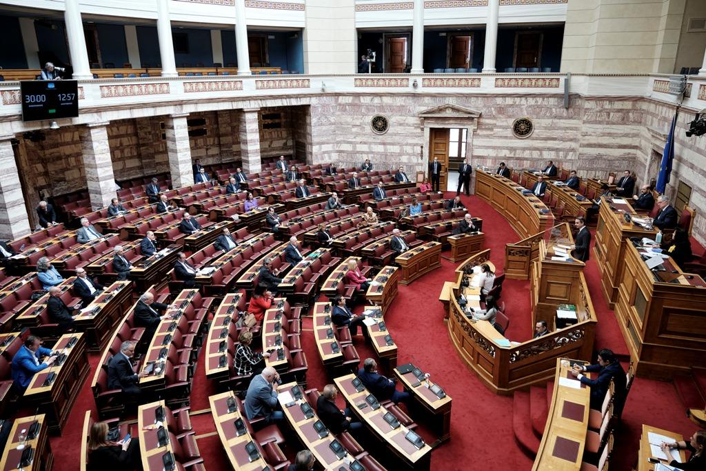 Έως και 60 βουλευτές θα παρευρίσκονται πλέον στην αίθουσα της Ολομέλειας