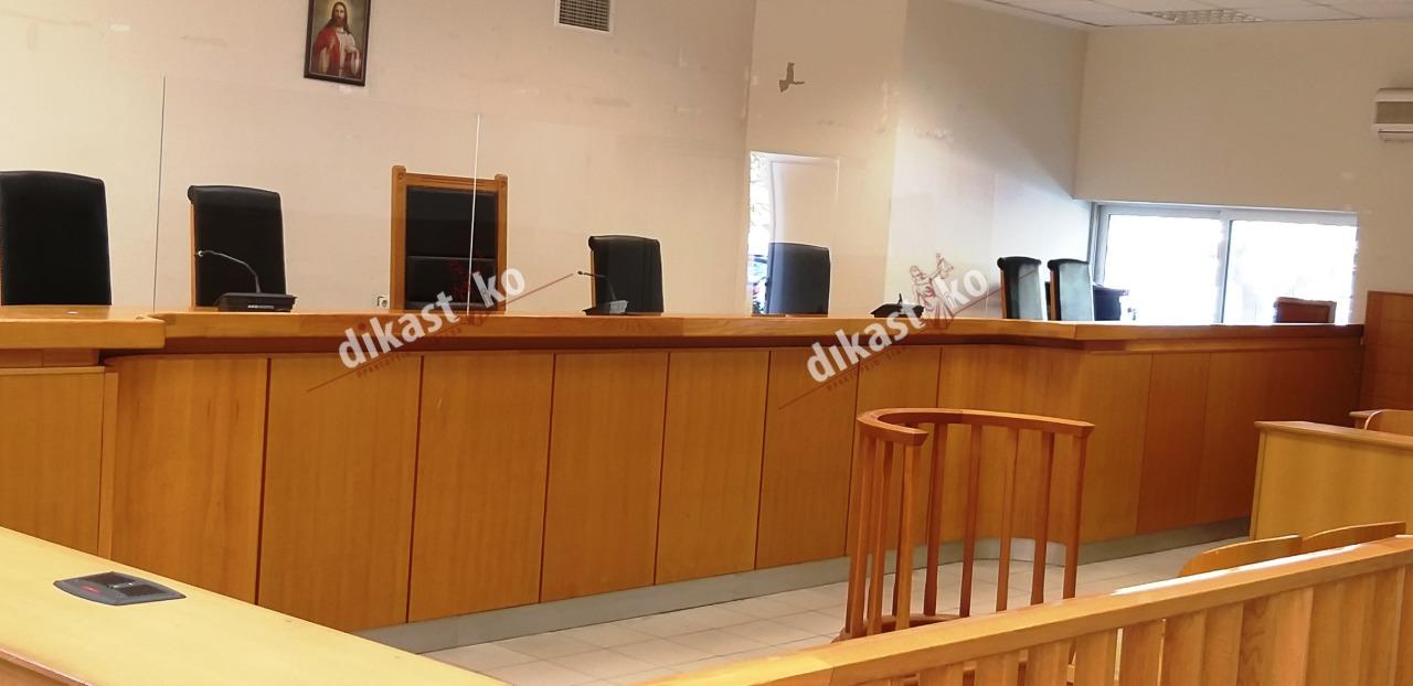 Αυτόφωρα, Ευελπίδων: Τα πρώτα προστατευτικά πλέξιγκλας σε δικαστική αίθουσα στην Ευρώπη (φωτογραφίες)