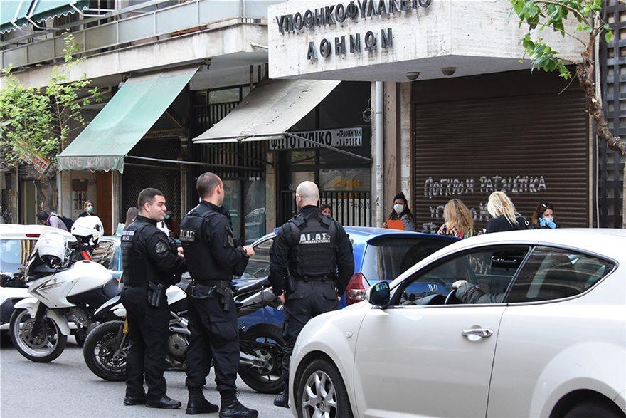 Υποθηκοφυλακείο Αθηνών: Ουρές στην πρεμιέρα της επαναλειτουργίας και η παρέμβαση των αστυνομικών (βίντεο)