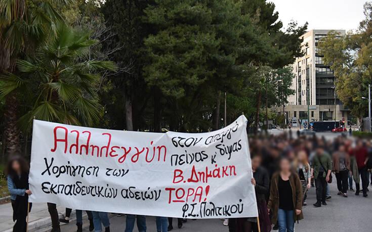 Έκκληση Βαρουφάκη στον πρωθυπουργό για τον απεργό πείνας και δίψας κρατούμενο φοιτητή Βασίλη Δημάκη