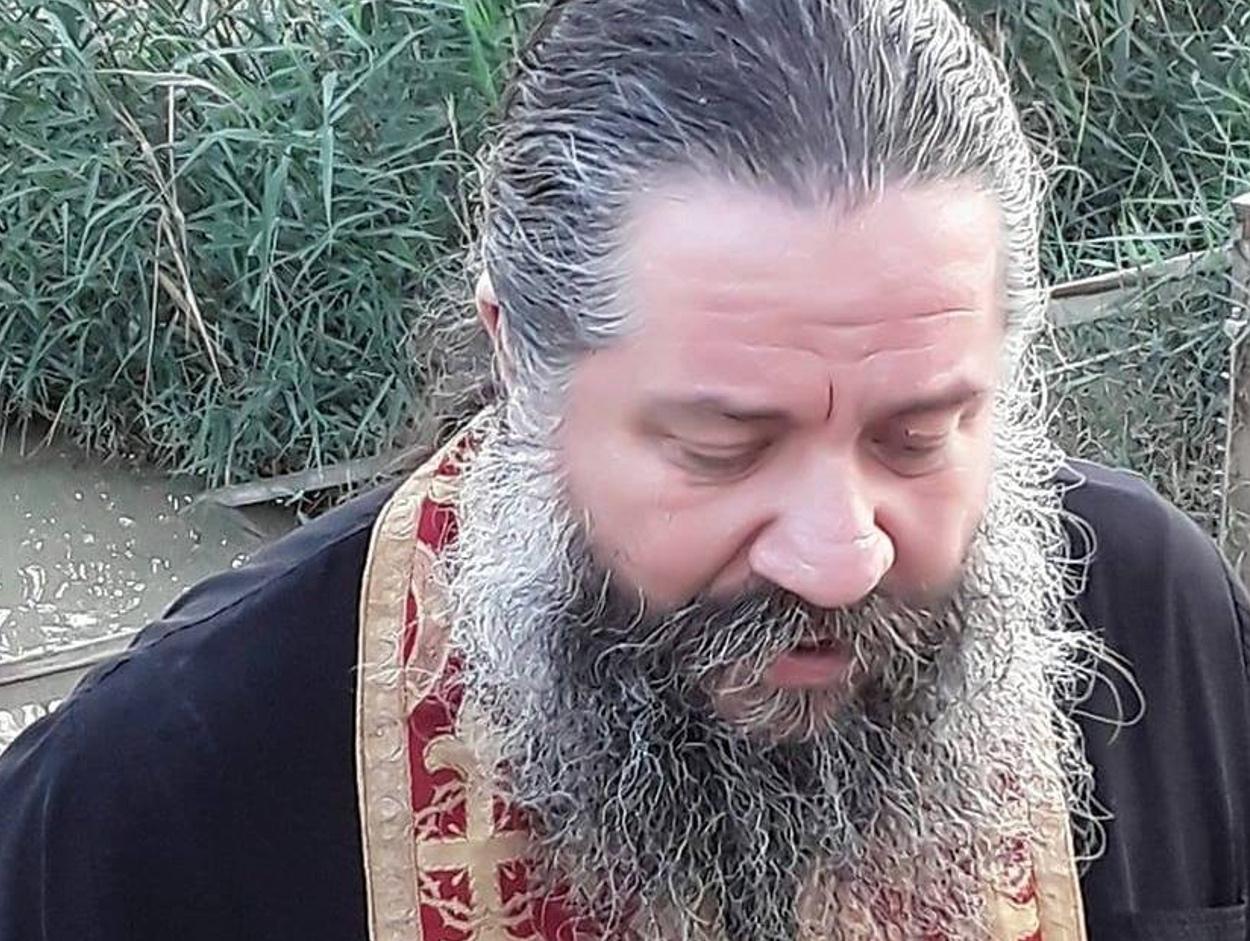 Ιερέας στο Κουκάκι: «Ακολούθησα την Ιερατική μου συνείδηση – Η Θεία Κοινωνία δεν απαγορεύεται»