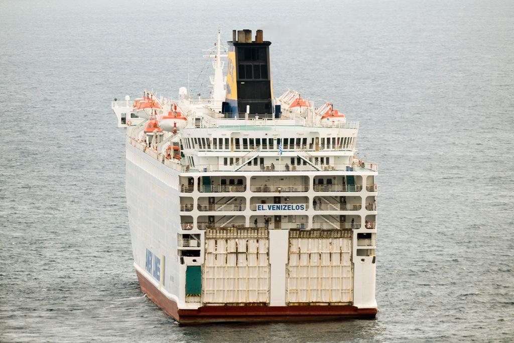 Πλοίο «Ελ. Βενιζέλος»: Σε καραντίνα και αρόδο έξω από τον Πειραιά με πάνω από 120 άτομα θετικά στη νόσο Covid 19 – Συναγερμός στις Αρχές
