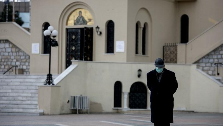 Κορονοϊός: Έρευνα της Αρχιεπισκοπής για παράνομη μετάληψη πιστών σε εκκλησία στο Κουκάκι