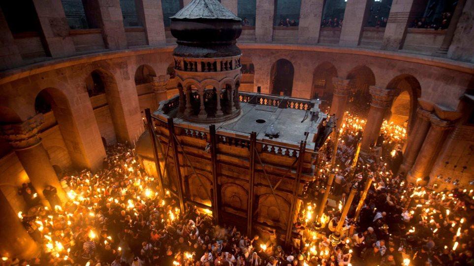 Άγιο Φως: Πώς θα γίνει η παραλαβή του από τα Ιεροσόλυμα – ΒΙΝΤΕΟ