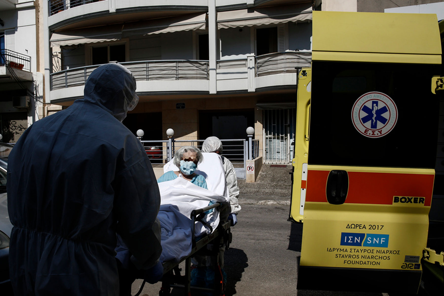 Υπουργείο Υγείας: Διακομιδή σε ιδιωτικές κλινικές και ανασφάλιστων πολιτών χωρίς επιβάρυνση