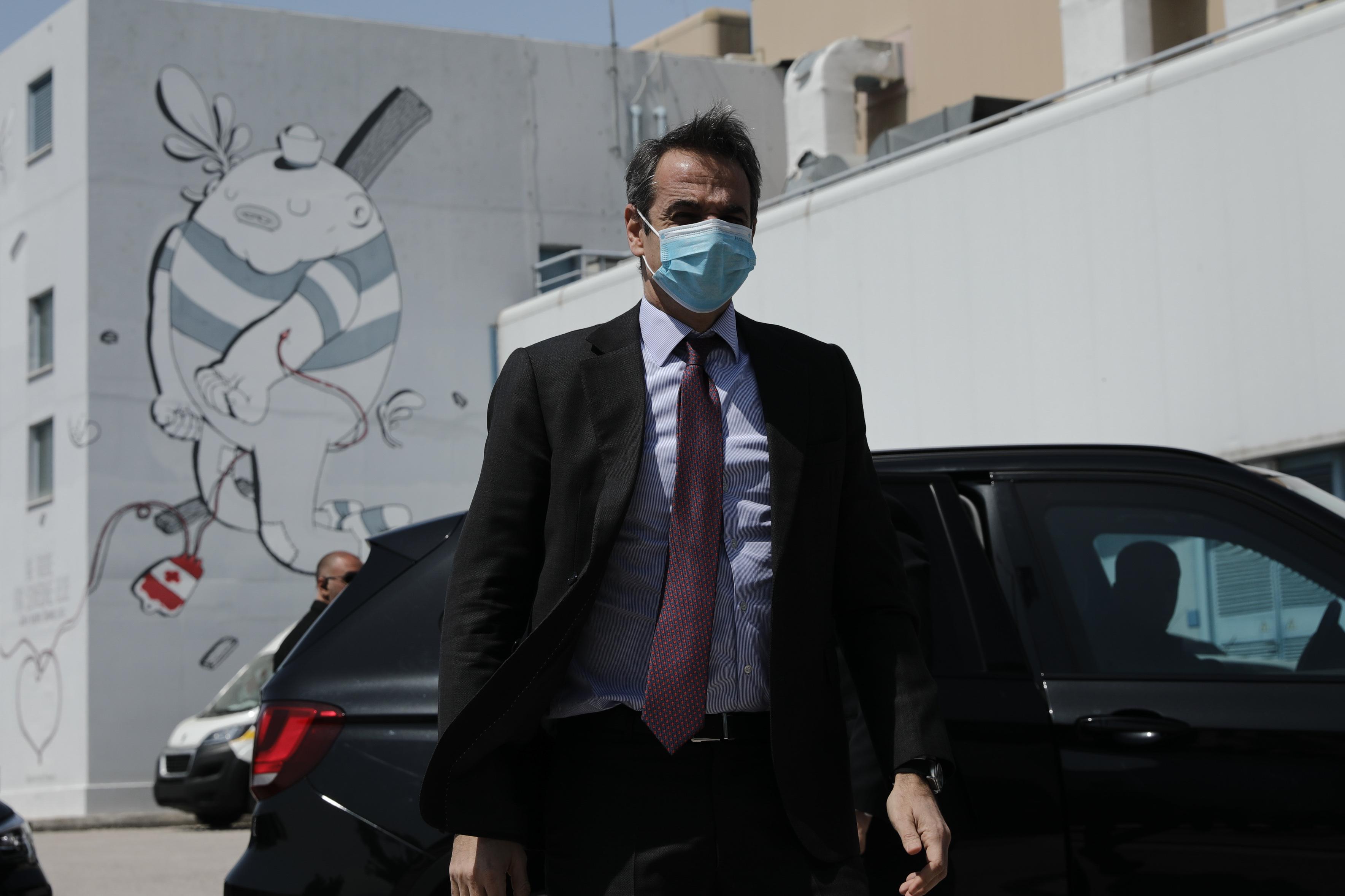 Πώς χρησιμοποιούμε τη μάσκα από σήμερα – Οδηγίες στο βίντεο που ανήρτησε ο πρωθυπουργός