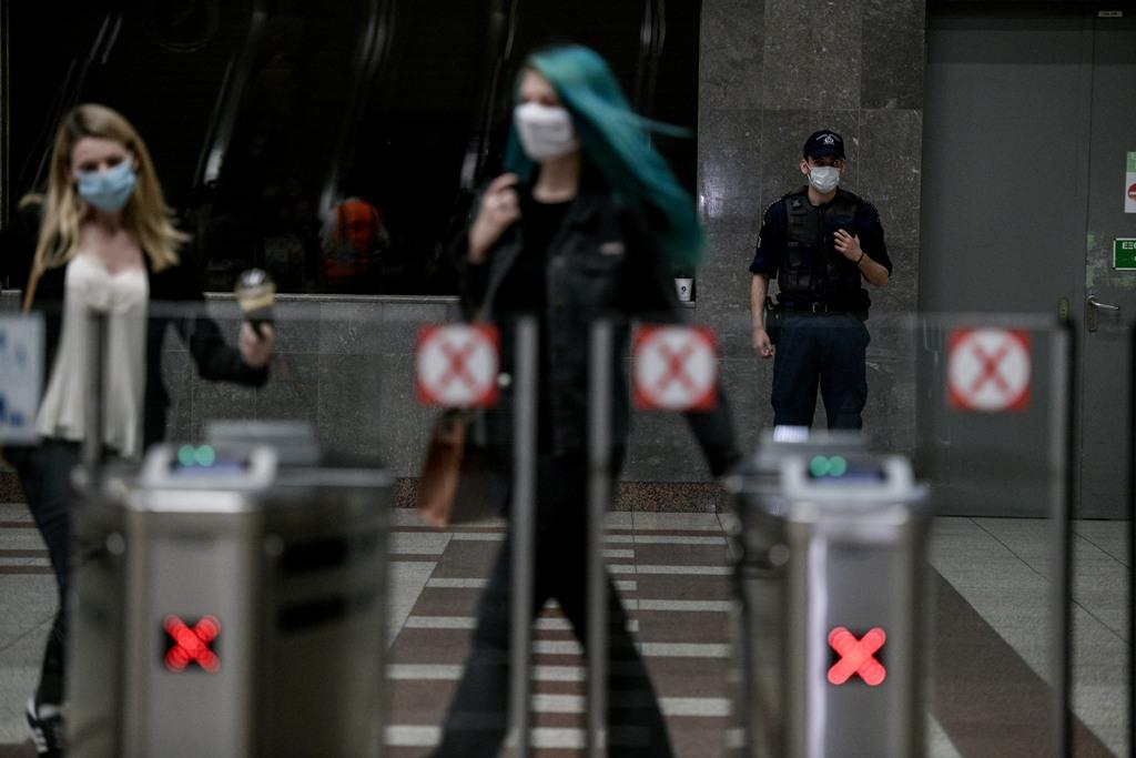 Τα πρώτα πρόστιμα για χρήση μάσκας – Αύξηση προσπαθειών εξόδου σε Εθνικές Οδούς