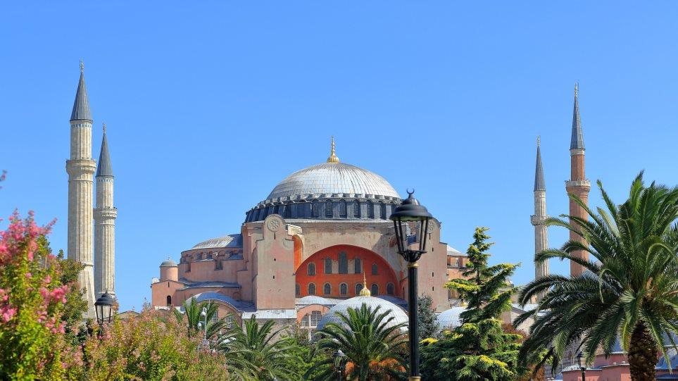 Αγιά Σοφιά: Επιμένουν οι Τούρκοι να γίνει τέμενος – Η ανάρτηση συνεργάτη του Ερντογάν