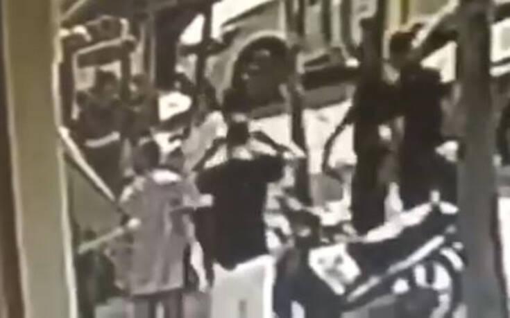 Βίντεο ντοκουμέντο από τα πρώτα λεπτά μετά από την επίθεση με βιτριόλι στην Καλλιθέα