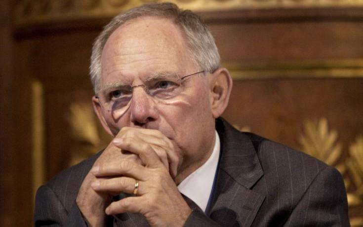 Σόιμπλε: Σε κίνδυνο η ύπαρξη του ευρώ