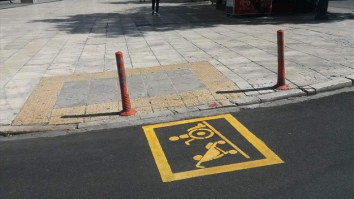 Αποτροπή αντικοινωνικής στάθμευσης: Ειδική σήμανση στις ράμπες της Αθήνας