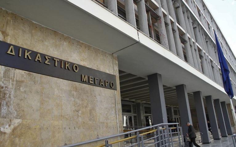 """Θύελλα αντιδράσεων στη Θεσσαλονίκη: Εισαγγελέας απέρριψε μήνυση δικηγόρων κατά αστυνομικών γιατί οι εκφράσεις """"δικηγοράκια"""" και """"ιερές αγελάδες"""" δεν είναι -λέει- προσβλητικές!"""