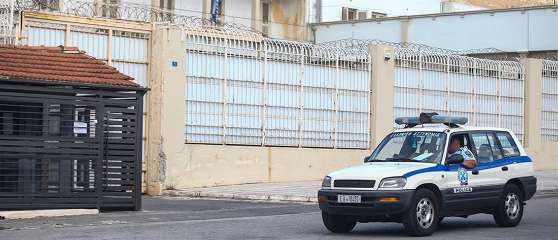 Σωφρονιστικός υπάλληλος και άνδρας της δημοτικής αστυνομίας έβαζαν ναρκωτικά στον Κορυδαλλό