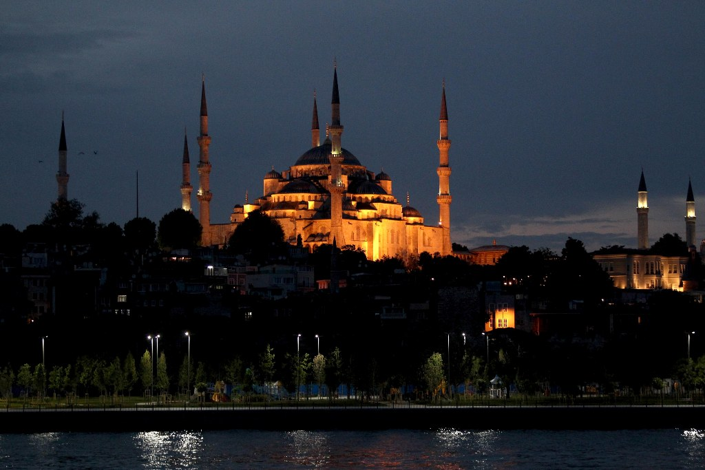 Συγκεντρώνουν υπογραφές σε όλη την Τουρκία για να γίνει τζαμί η Αγιά Σοφιά (βίντεο)