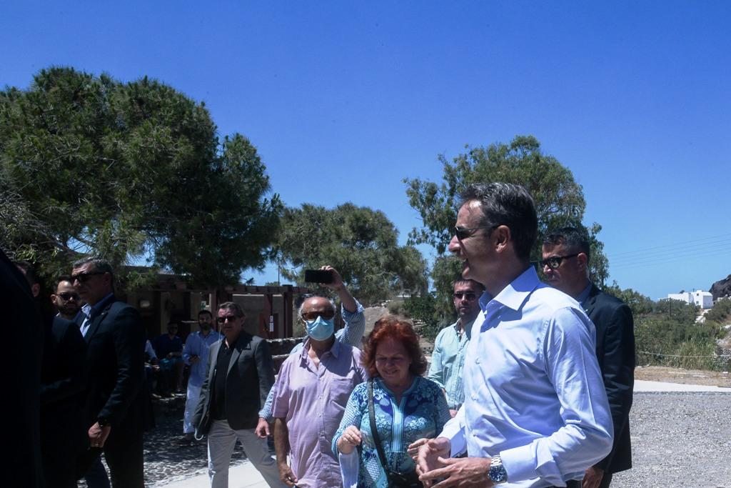 Στη Σαντορίνη ο Μητσοτάκης – Μήνυμα για ασφαλή επανεκκίνηση της τουριστικής περιόδου στην Ελλάδα