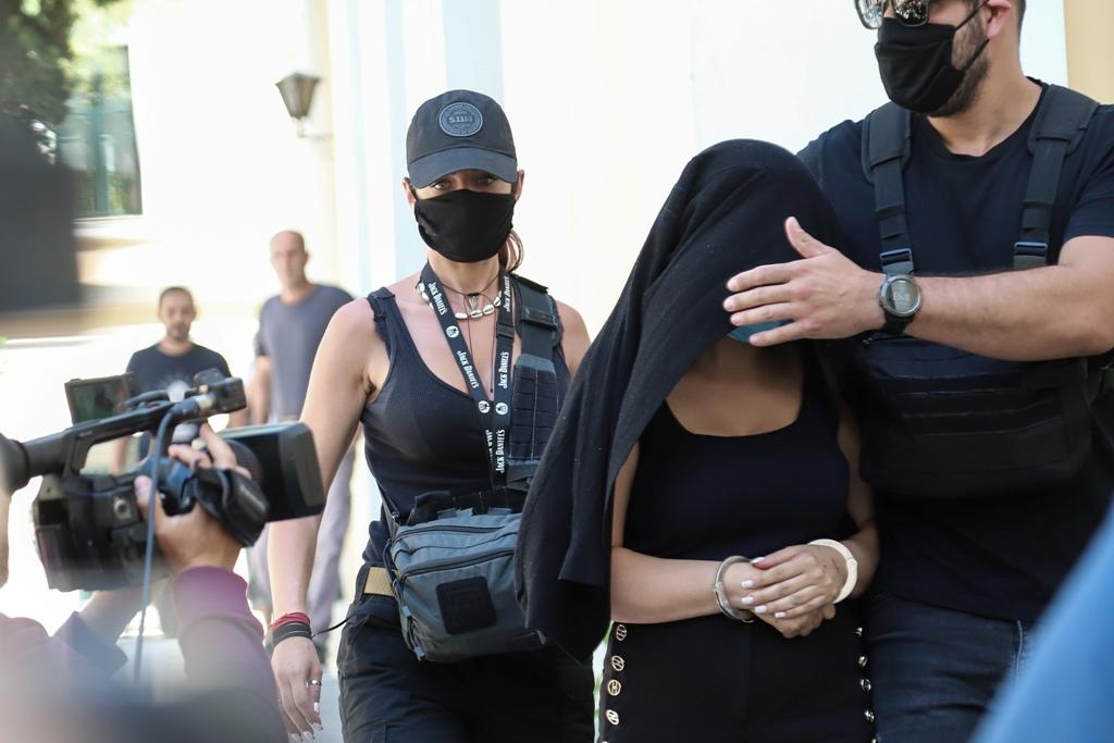 Επίθεση με βιτριόλι: η Ιωάννα στρέφεται δικαστικά κατά της 35χρονης δηλώνοντας παράσταση πολιτικής αγωγής