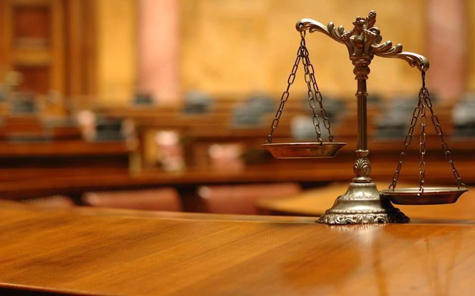 Σφοδρή σύγκρουση Εισαγγελέων- Δικηγόρων για τις εκφράσεις «δικηγοράκια» και «ιερές αγελάδες»