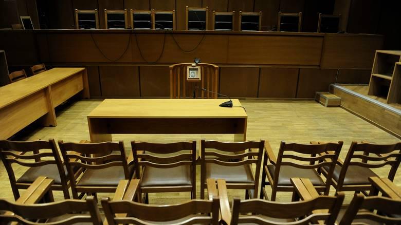 Μετά τους δικαστές: «Όχι» κι από τους δικαστικούς υπαλλήλους για τους «βοηθούς δικαστών»
