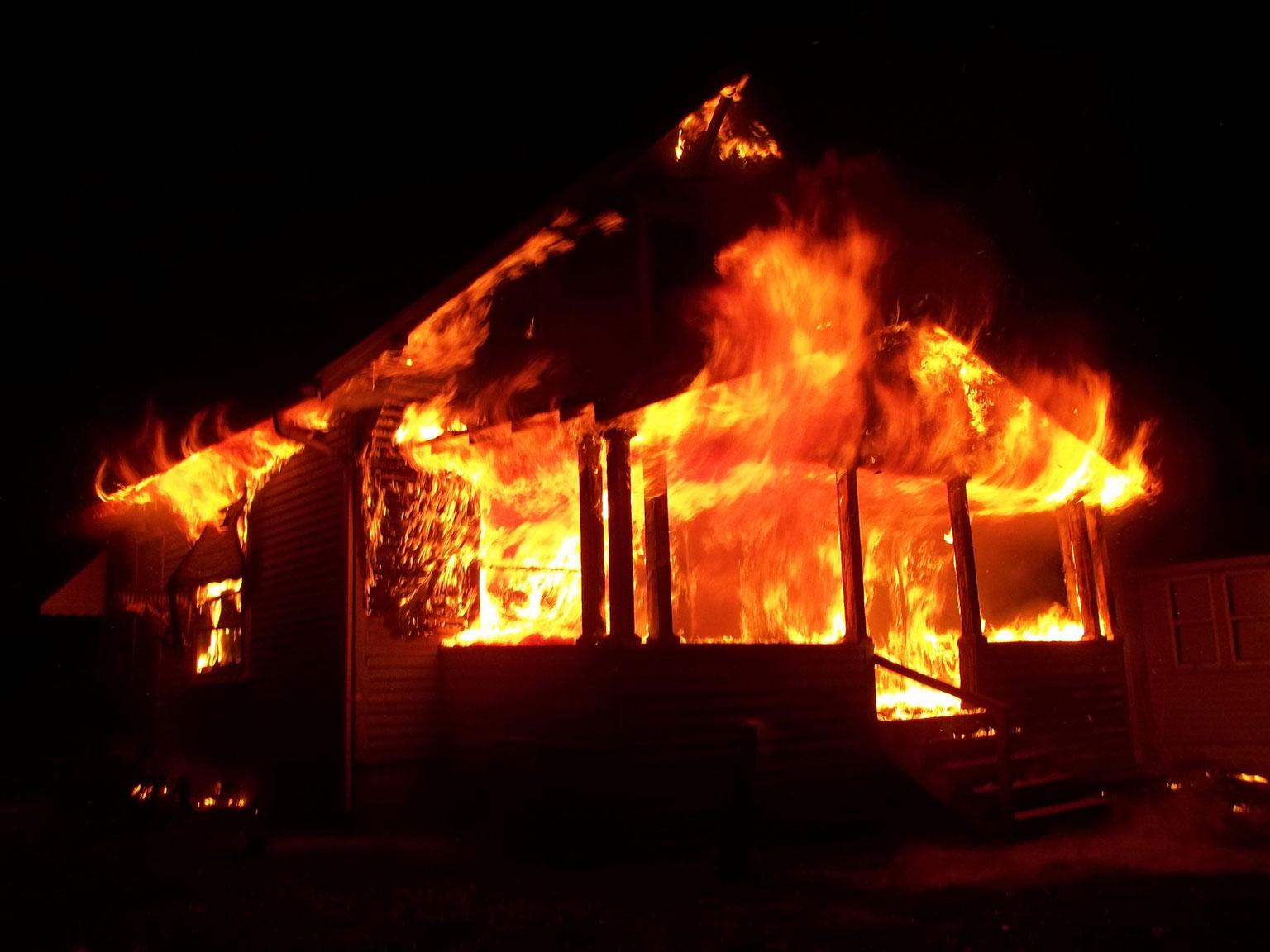 Επιχειρηματίας θα καταβάλει αποζημίωση 150 χιλιάδων ευρώ σε ζευγάρι που κάηκε το σπίτι του από φωτιά σε φορτηγό της εταιρείας του