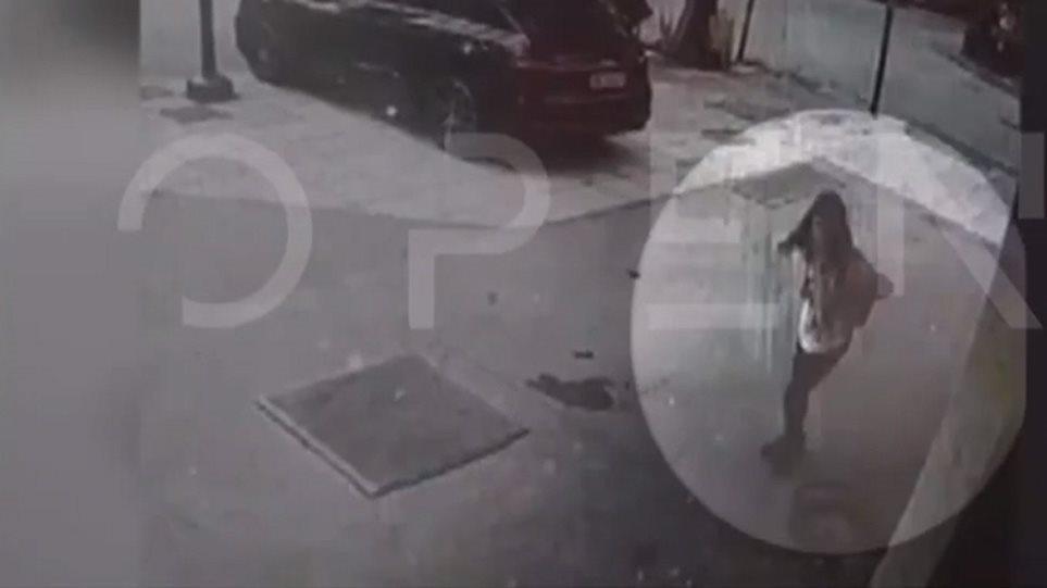 Βίντεο-ντοκουμέντο από τη στιγμή που η απαγωγέας αφήνει ελεύθερη τη Μαρκέλλα