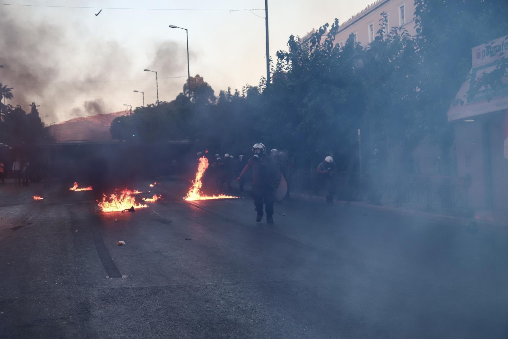 Μολότοφ και εσωκομματικές τριβές έφερε το ν/σ για τις διαδηλώσεις