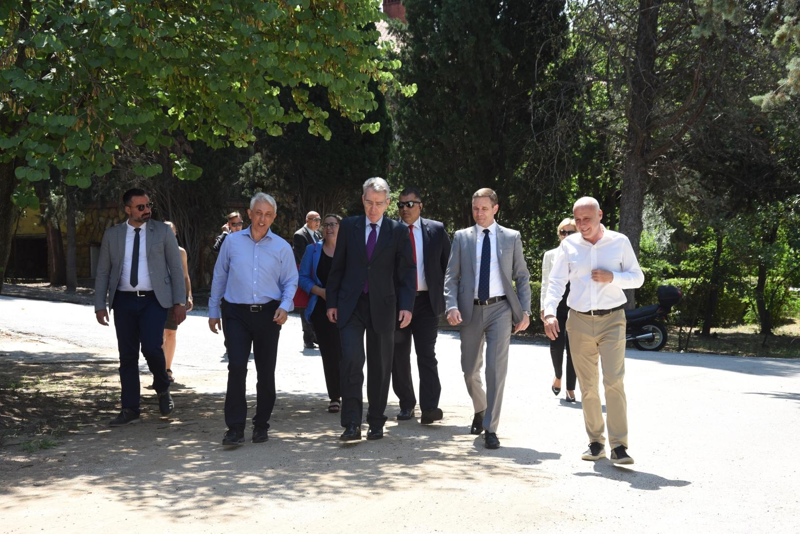Το Anna Papageorgiou STEM Center του Ανατόλια που κατασκευάζει η ΕΛΛΑΚΤΩΡ επισκέφθηκε ο Αμερικανός Πρέσβης Geoffrey Pyatt