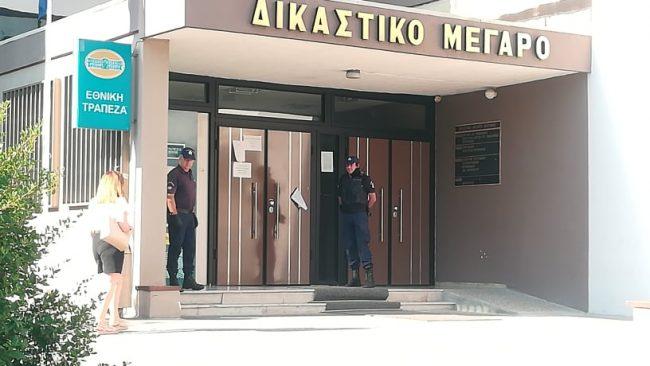 Στον εισαγγελέα ο δράστης της επίθεσης με τσεκούρι στην Κοζάνη: «Δεν θα σας πω τίποτα»
