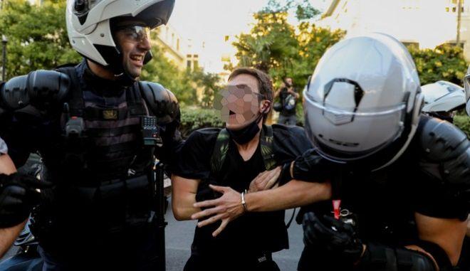 Στον ανακριτή οι συλληφθέντες της ΑΣΟΕΕ – Αυξάνονται οι καταγγελίες για αστυνομική αυθαιρεσία (βίντεο)