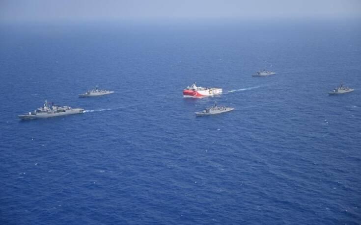 Φωτογραφίες από την Τουρκία δείχνουν πολεμικά πλοία να συνοδεύουν το Oruc Reis