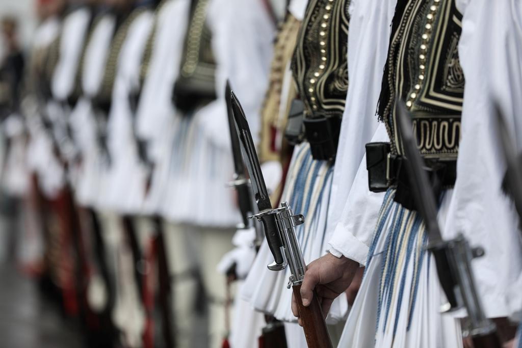 Καταγγελίες για καψόνια – βασανιστήρια σε εύζωνες της Προεδρικής Φρουράς