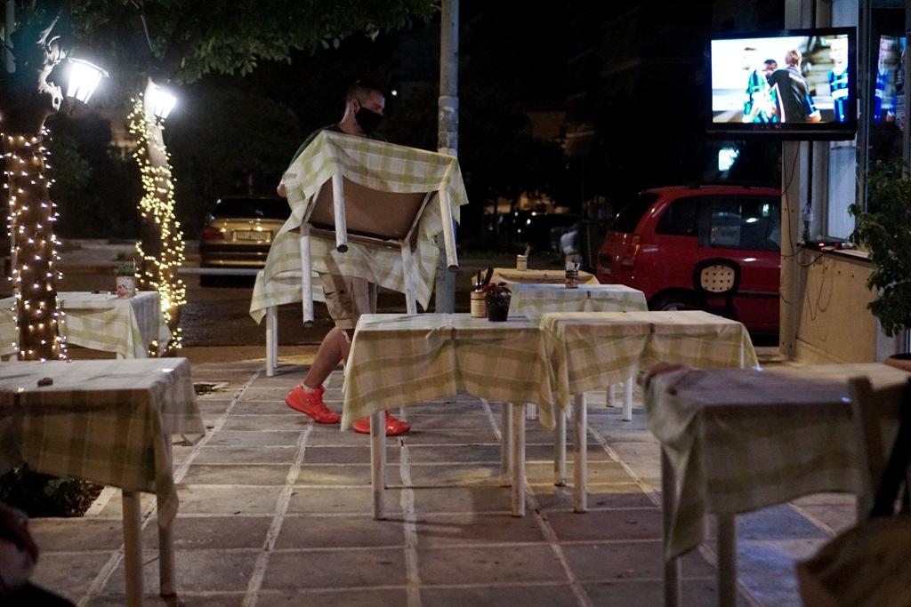 Σφράγισμα τριών καταστημάτων στην Κρήτη που δεν έκλεισαν στις 12 τα μεσάνυχτα – Λουκέτα σε δύο εστιατόρια της Μυκόνου που δεν έκοβαν αποδείξεις