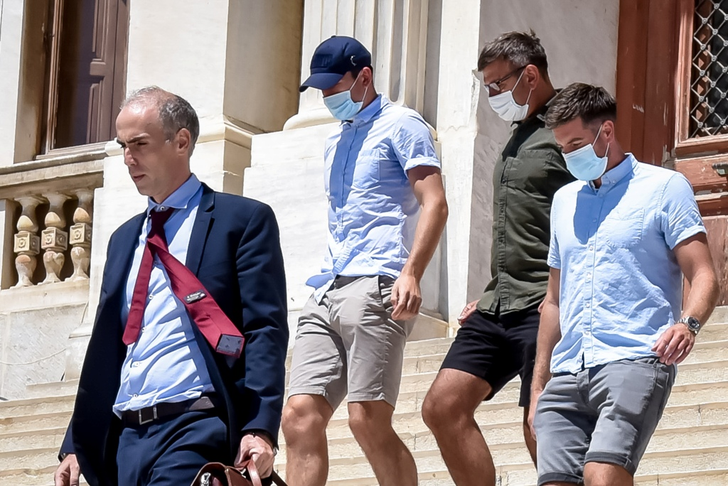 Δίκη Μαγκουάιρ: Τα 70.000 ευρώ που ξόδεψε, οι συμπλοκές με παρέα Άγγλων- Επέστρεψε στην Βρετανία, θα εκπροσωπηθεί από τον δικηγόρο Αλ. Αναγνωστάκη