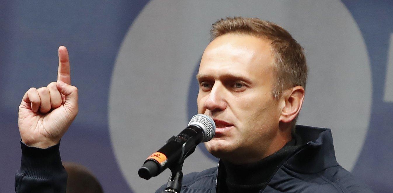 Ρωσία: Στην εντατική ο επικεφαλής της αντιπολίτευσης Αλεξέι Ναβάλνι – Βίντεο που σφαδάζει από τους πόνους και καταγγελίες για δηλητηρίαση