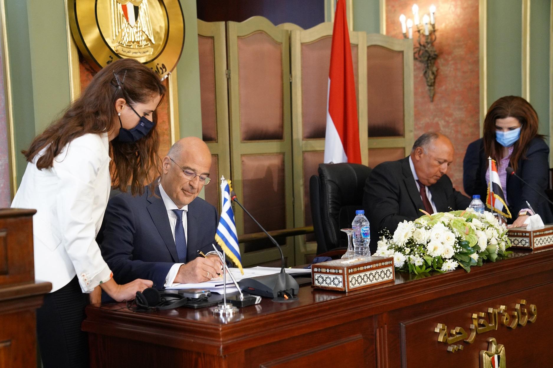 Συμφωνία Ελλάδας – Αιγύπτου: Εγκρίθηκε από επιτροπή της Βουλής η οριοθέτηση ΑΟΖ