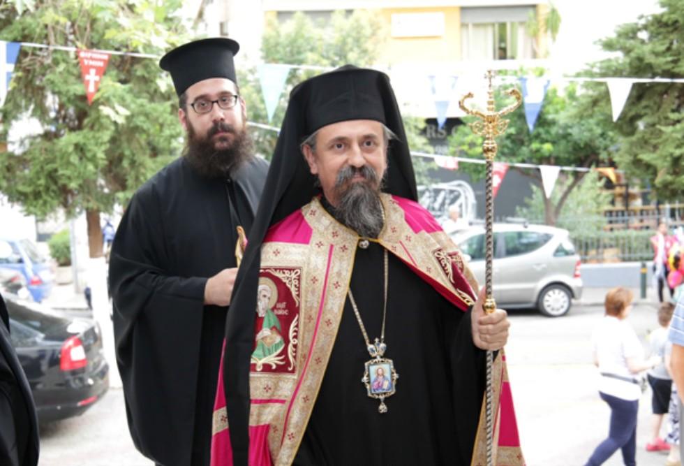 Δεν χρειάζονται μέτρα κατά του κορονοϊού στο Καρπενήσι δηλώνει ο Μητροπολίτης της περιοχής – Εικόνες συνωστισμού στις εκκλησίες  (video)