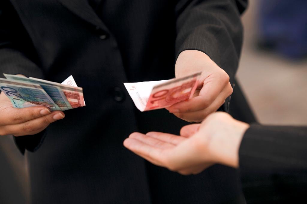 Έβγαζαν χιλιάδες ευρώ από τηλεφωνικές απάτες σε ηλικιωμένους – Έξι συλλήψεις