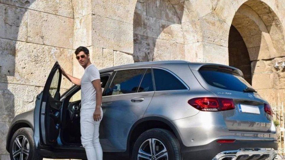 Υπουργείο Πολιτισμού: Η διαφήμιση της Mercedes με τον Ρουβά δεν είχε εξουσιοδότηση- Η δημόσια συγνώμη του τραγουδιστή