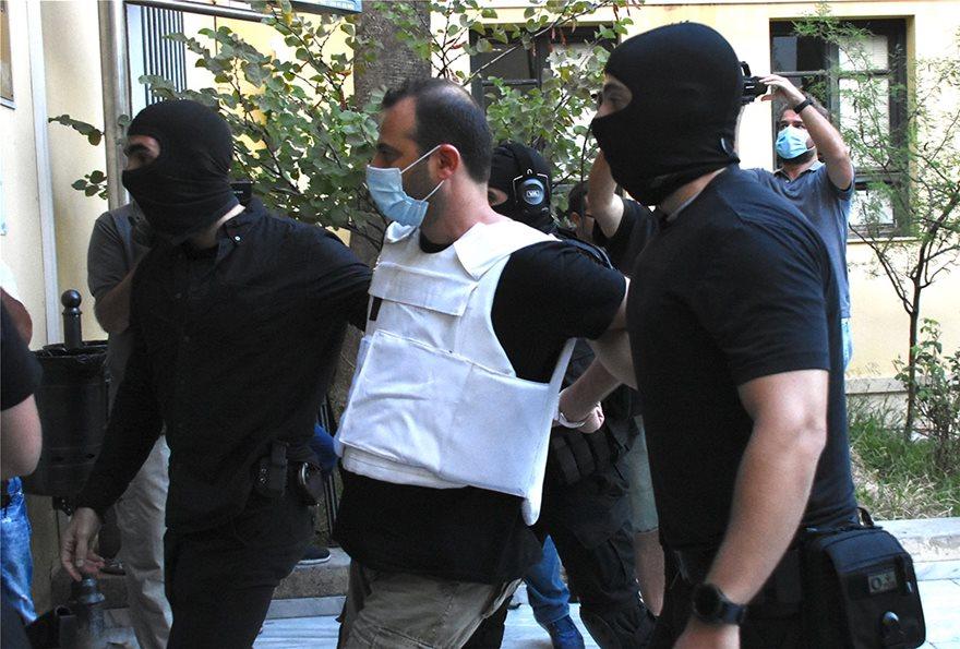 Ποινική δίωξη για κακούργημα σε έναν από τους τρεις συλληφθέντες στην επιχείρηση της Αντιτρομοκρατικής