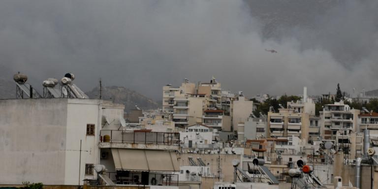 Υπό μερικό έλεγχο η φωτιά στον Βύρωνα -Ισχυροί άνεμοι στην περιοχή, επιχειρούν 62 πυροσβέστες