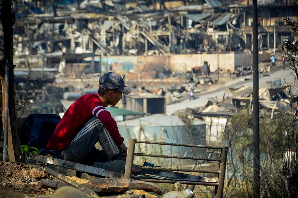 «Πιόνια» στη σκακιέρα υποκινητών οι μετανάστες της Μόριας- Ενδείξεις για δράση τους στο ΚΥΤ, πολεμικό το κλίμα στο νησί