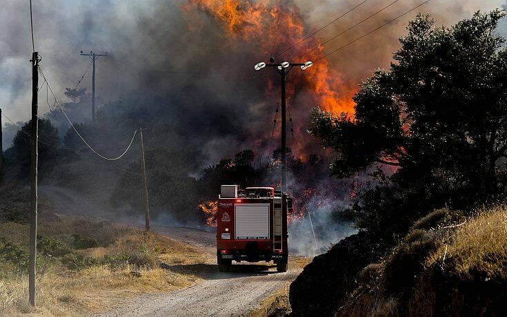 Κόλαση φωτιάς σε Ανάβυσσο και Κερατέα – Ανησυχία για τις αναζωπυρώσεις