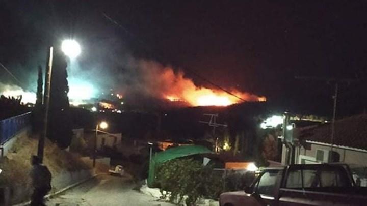 Φωτιά στη Μόρια: Επίθεση μεταναστών σε πυροσβέστες με πέτρες – Έσπασαν πυροσβεστικό όχημα