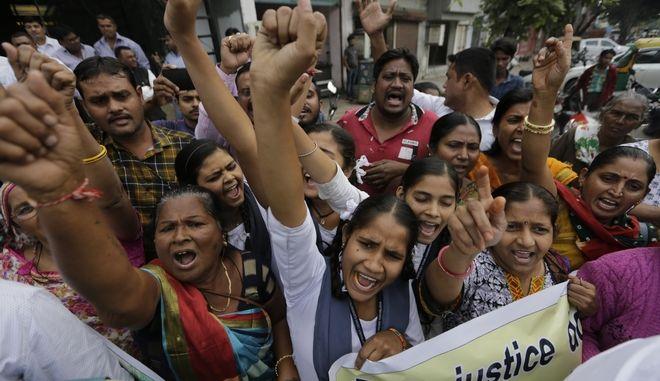 Ινδία: Οργή για τον θάνατο θύματος ομαδικού βιασμού
