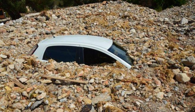 """""""Ιανός"""": Ένα χωριό στην Κεφαλονιά θάφτηκε κάτω από πέτρες και φερτά υλικά"""