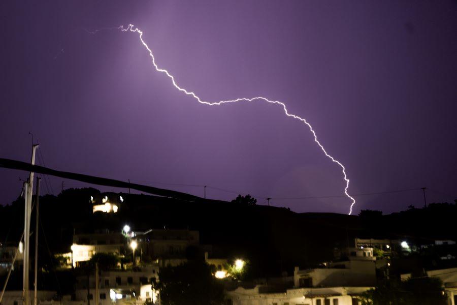 """Έκτακτο δελτίο επιδείνωσης καιρού για βροχές και καταιγίδες – Που θα """"χτυπήσει"""" η κακοκαιρία"""