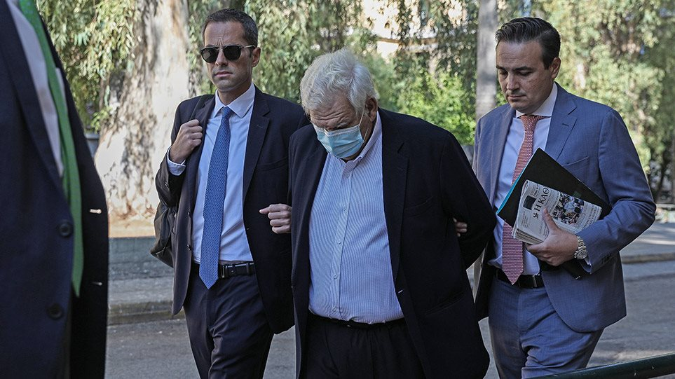 Δημήτρης Κουτσολιούτσος: «Δεν χρωστάω, μου χρωστάνε» – Πάνω από 37 εκ. ευρώ υποστηρίζει ότι του χρωστάει ο Όμιλος  της Folli Follie