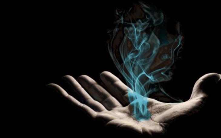 Πως εξαπατήθηκε η εγγονή του καπνοβιομήχανου Τ. Παπαστράτου και πλήρωσε σχεδόν 13 εκατ. ευρώ για να της «λυθούν» τα μάγια -Τι λέει η κατηγορουμένη